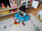 玩具包丁遊びに熱中のYちゃん