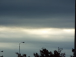 重苦しい曇天