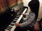 寝しなにパジャマでピアノ練習