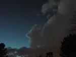 蒼い空に黒い雲