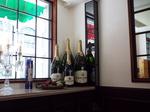 ワインボトルがある出窓