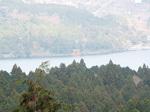 道の駅・箱根峠からの芦ノ湖と箱根神社鳥居