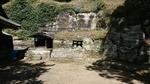 十二所神社の鎌倉石を掘った祠