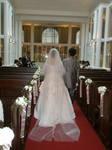 ウェディングドレスの我が娘とタキシードの花婿