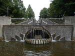怪魚の滝と静寂の池